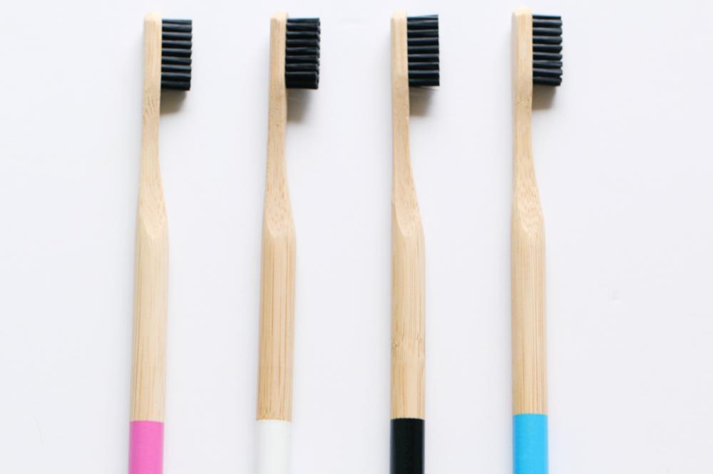Have you heard of the latest charcoal toothbrushing trend? Learn more about the risks and benefits of charcoal toothpaste and toothbrushes to see if it's a good fit for you!